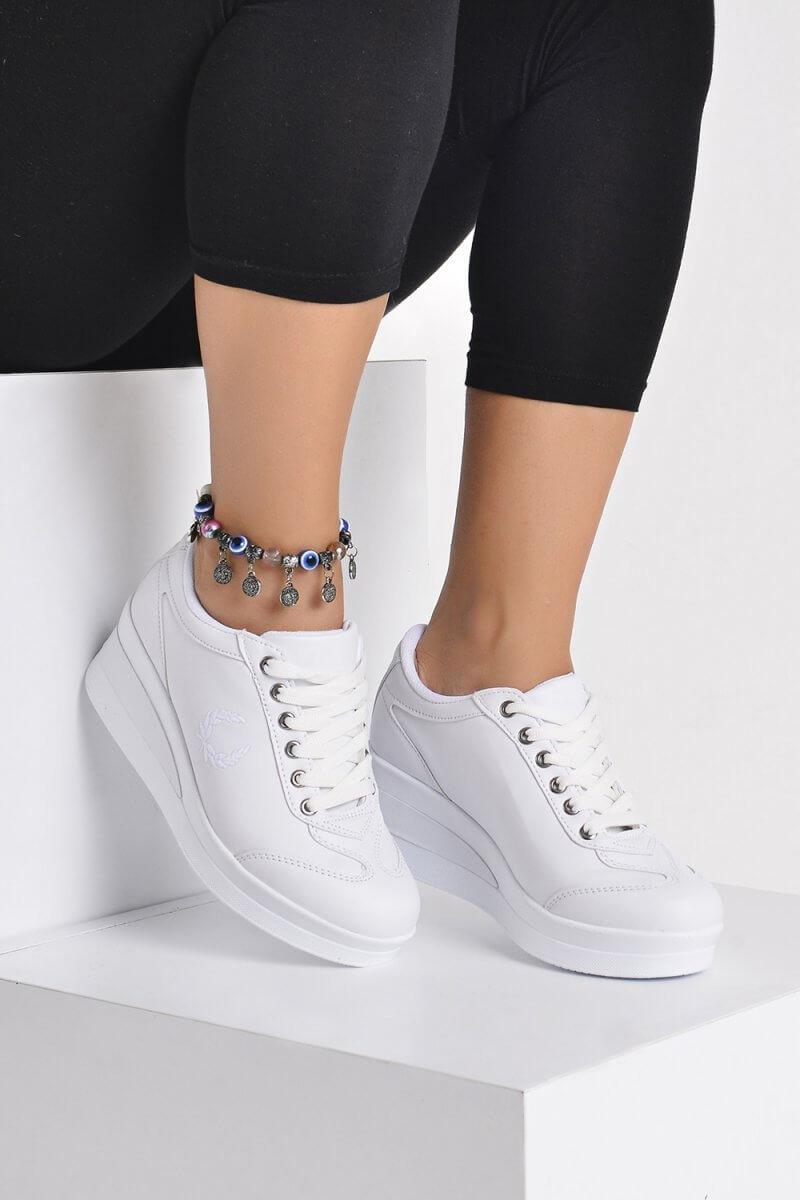 Beyaz Ayakkabı Nasıl Kombinlenir