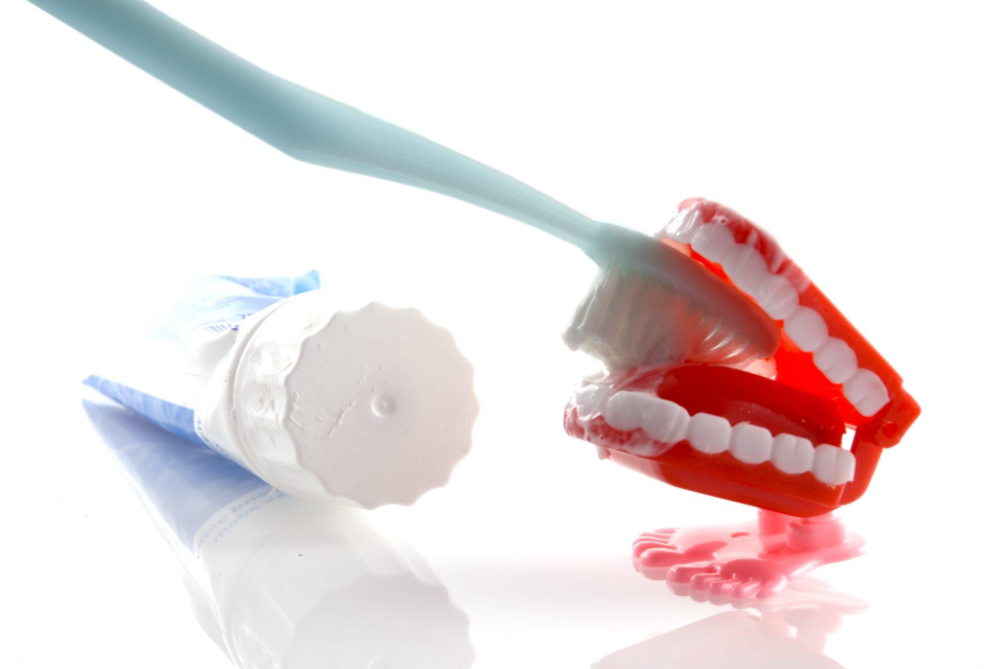 Diş Eti Kanaması Neden Olur Nasıl Geçer